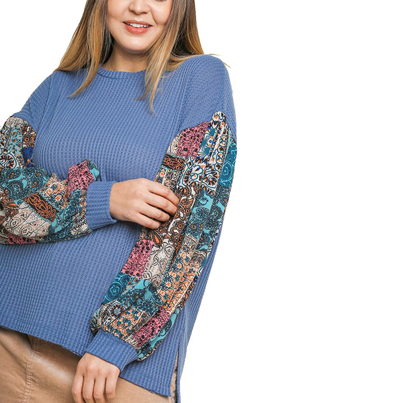Umgee Hi-Lo Paisley Knit Top in Blue Color